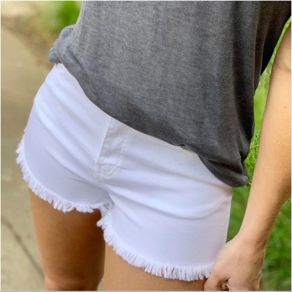Pants - ✨LAST ONE✨White cut off shorts